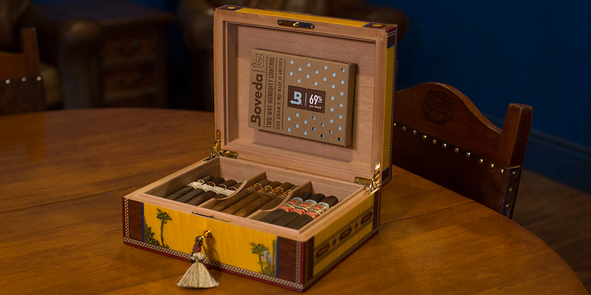 Humidor and Boveda Pack
