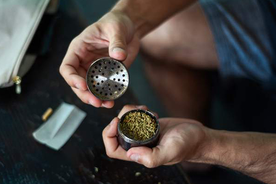 Should Flower Have a Strong Smell Before You Grind It?