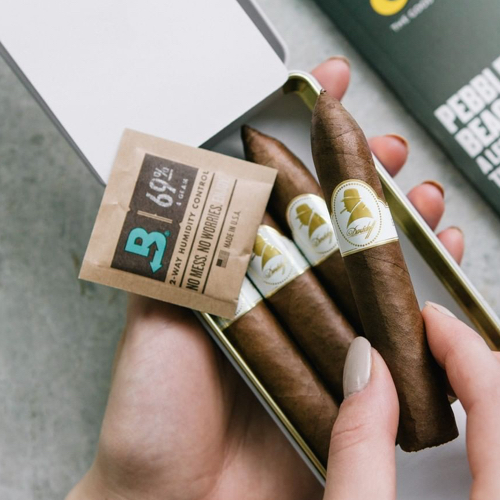 boveda and small cigar case