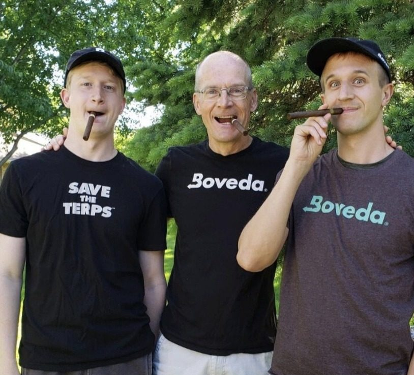 boveda employees enjoying cigars